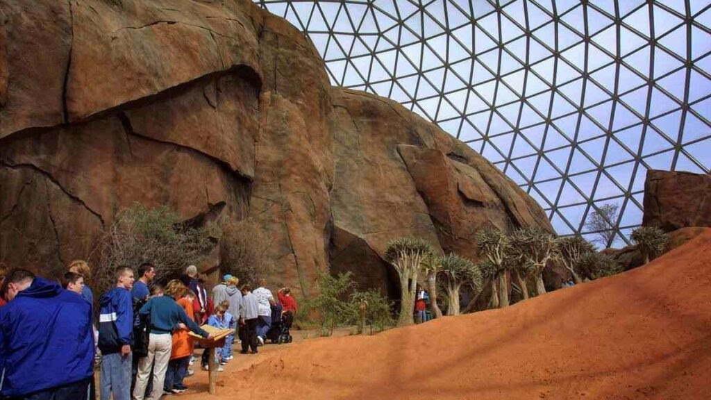 Biggest zoo in the world, Henry Doorly Zoo, USA